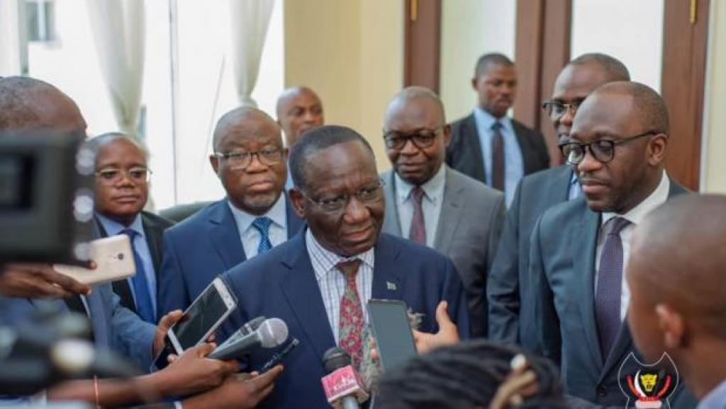 Ilunga et les membres du gouvernement